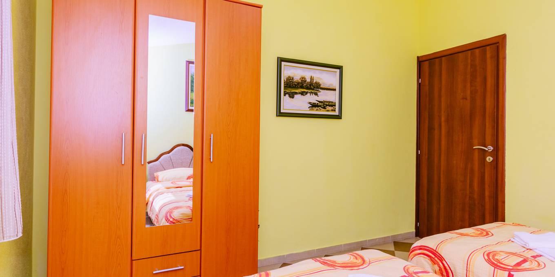 Apartman Sa Terasom (2)